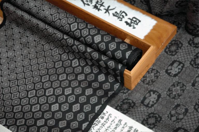 大島紬の買取相場【徹底検証】!新品やアンティーク品の種類によっては値段が100万円超えも?